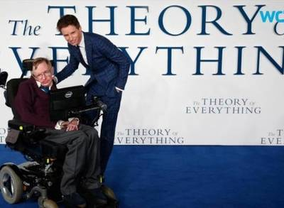 News video: Kevin Costner: Stephen Hawking Came Over to Talk About Whitney Houston